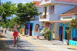 Về ngôi làng bích họa đầu tiên ở Việt Nam
