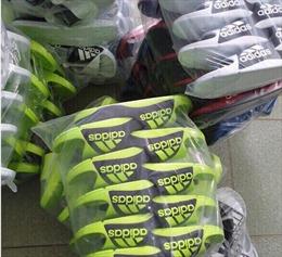 Thu giữ hàng nghìn đôi giày nhái nhãn hiệu Adidas và Nike
