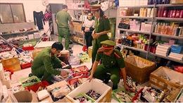 Bắt quả tang vụ làm giả gần 10.000 chai mỹ phẩm nhãn hiệu nổi tiếng