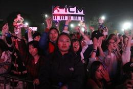 Sinh viên Đại học Y Hà Nội náo nhiệt cổ vũ đội tuyển bóng đá nam U22 Việt Nam
