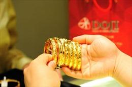 Giá vàng tăng kỷ lục, nhà đầu tư thận trọng giao dịch