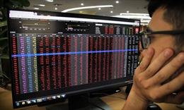 Lực bán mạnh cuối phiên khiến VN-Index đảo chiều giảm