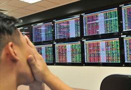 Giá nhóm cổ phiếu ngân hàng, chứng khoán 'lao dốc'
