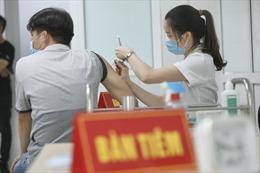 Nhật ký nhà báo tiêm vaccine...