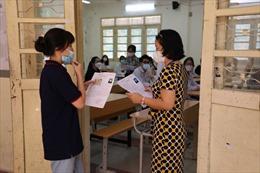 Gần 1 triệu thi sinh THPT cả nước tới trường thi tốt nghiệp môn đầu tiên