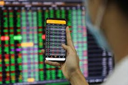 Nhóm cổ phiếu ngân hàng giao dịch sôi động, VN-Index vượt mốc 1.380 điểm