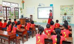 Trao tặng thiết bị dạy và học cho học sinh miền Trung