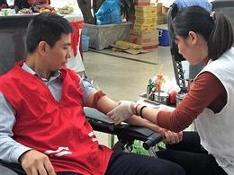 Hơn 3.300 cán bộ nhân viên EVNNPC tham gia hiến máu tình nguyện