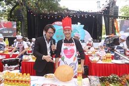 'Vua đầu bếp' Thanh Cường trình diễn món xôi phồng tại sự kiện 'Biết nấu ăn là chuẩn Oppa'