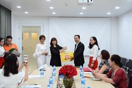 Trao giải cho khách hàng trúng giải đặc biệt Xuân phát lộc 2019