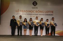 Quỹ Lotte Foundation trao 54 suất học bổng cho sinh viên xuất sắc