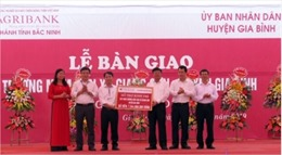 Agribank Bắc Ninh bàn giao trường mầm non cho huyện Gia Bình