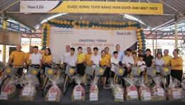 Trao quà tặng trẻ em Làng Hòa Bình Quảng Nam