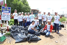 La Vie hợp tác dọn rác làm sạch môi trường tại Long An