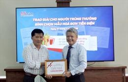 """Kon Tum: Trao thưởng cho người trúng giải """"Bình chọn mẫu hóa đơn tiền điện"""""""