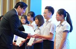 Quỹ Lawrence S. Ting trao 220 suất học bổng cho học sinh, sinh viên