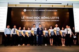 Quỹ LOTTE Foundation tặng học bổng cho sinh viên có thành tích xuất sắc