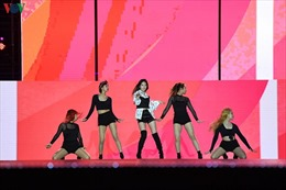 """EXO-SC, Taemin """"cháy"""" hết mình trong """"2020 K-Pop Super Concert"""""""