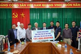Trao tặng hoa quả cứu trợ nông dân cho Làng trẻ em SOS Hà Nội