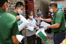 Công ty khóa Huy Hoàng tặng quà  bệnh nhân chạy thận trong đại dịch COVID-19