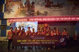 Biển người rợp cờ đỏ sao vàng sang Indonesia cổ vũ ĐT Olympic Việt Nam