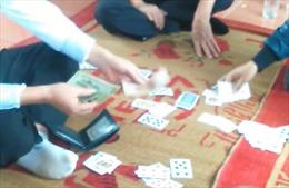 Bắt quả tang 12 đối tượng đánh bạc 'ba cây'