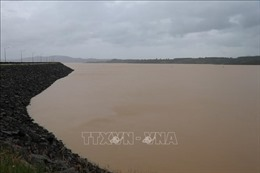 Hồ chứa nước Núi Ngang, Quảng Ngãi xả lũ để đảm bảo an toàn