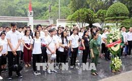 Đoàn học sinh, sinh viên của 30 quốc gia đến dâng hương tại Ngã ba Đồng Lộc