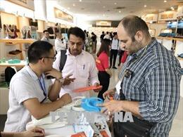 Trên 700 nhà sản xuất, cung ứng trong nước và quốc tế tham gia hội chợ về da giày