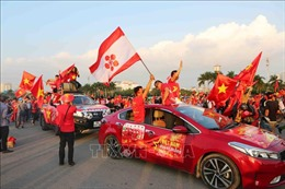 AFF Suzuki Cup 2018: Cổ động viên Hà Nội cuồng nhiệt cổ vũ đội tuyển Việt Nam