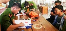 Bắt đối tượng người Lào vận chuyển hơn 1.000 viên ma tuý tổng hợp