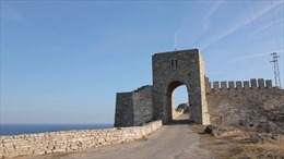 Phát hiện kho báu chứa gần 1.000 đồ tạo tác quý tại pháo đài bên bờ Biển Đen