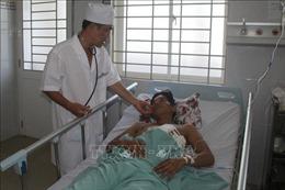 Bác sĩ, cha xứ hiến máu trong đêm cứu bệnh nhân thủng gan và dạ dày