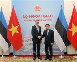 Phó Thủ tướng, Bộ trưởng Ngoại giao Phạm Bình Minh hội đàm với Bộ trưởng Ngoại giao Estonia