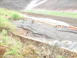 Sụt trượt gần hồ bùn đỏ Nhà máy Alumin Nhân Cơ ngày càng nghiêm trọng