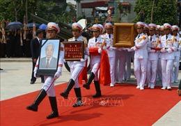 Đoàn xe đưa linh cữu nguyên Tổng Bí thư Đỗ Mười về đến quê nhà