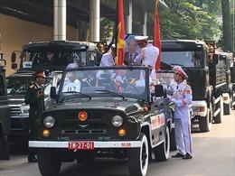 Linh xa chở linh cữu nguyên Tổng Bí thư Đỗ Mười rời Nhà Tang lễ, di chuyển về quê nhà