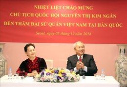 Chủ tịch Quốc hội gặp gỡ cán bộ Đại sứ quán và đại diện cộng đồng người Việt tại Hàn Quốc