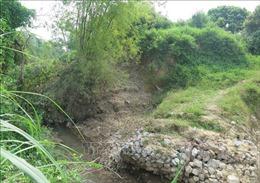 Di tích lịch sử cấp quốc gia thành Tam Vạn sạt lở nghiêm trọng do khai thác cát