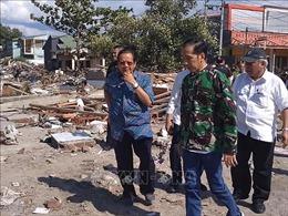 Tổng thống Indonesia đến Palu, người dân vây quanh kêu gọi trợ giúp