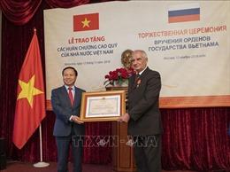 Trao tặng các phần thưởng cao quý của Việt Nam cho cán bộ Cơ quan Bảo vệ LB Nga