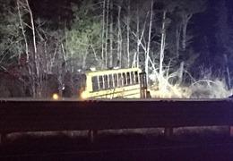 Xe buýt trường học mất lái, nhiều người bị thương