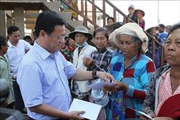 Hơn 500 suất quà tặng các hộ nghèo tại Biển Hồ, Campuchia