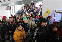 Lượng du khách đón năm mới tại Sa Pa, Lào Cai tăng cao bất chấp mưa rét