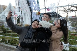 Hàng vạn du khách đến Sa Pa 'săn' băng, tuyết dịp Tết Dương lịch 2019