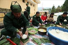 Bánh chưng xanh gửi tặng gia đình chính sách, người nghèo tại 29 xã biên giới