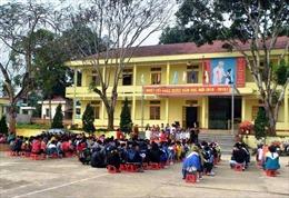 Giáo viên ở Thường Xuân, Thanh Hóa nhận 2 tháng lương và tiền phụ cấp trước Tết
