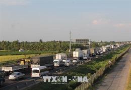 3 vụ tai nạn liên tiếp, cao tốc TP Hồ Chí Minh - Trung Lương ùn tắc hàng giờ