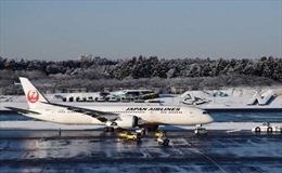 Máy bay chở khách trượt khỏi đường băng khi hạ cánh xuống sân bay
