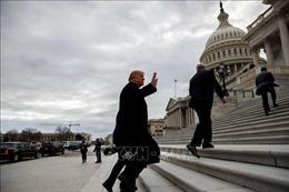 Tổng thống Trump hạn chế nghị sĩ Mỹ đi máy bay do chính phủ quản lý